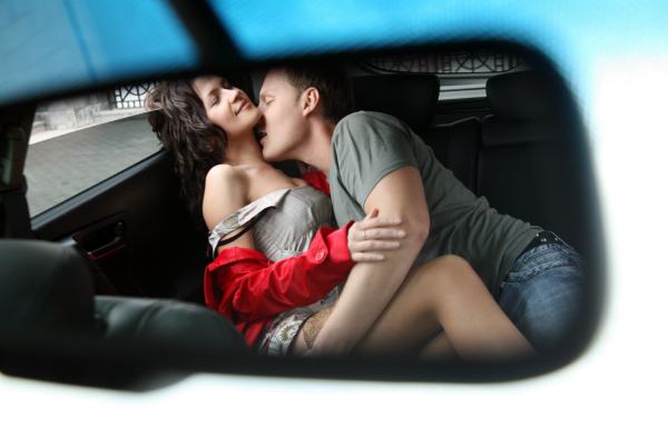 Sex auf der Rückbank verspricht großen Nervenkitzel - schließlich kann man so leicht dabei erwischt werden